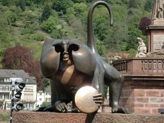 これを見るべし!15世紀からあるサルの銅像【ドイツ】