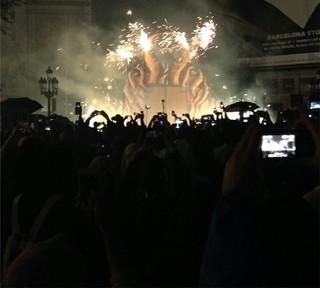 火を噴く人形に火のシャワーまで?! バルセロナのコレフォックについて【スペイン】