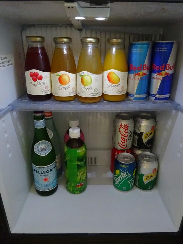 エミレーツ・パレス・ホテルの部屋の冷蔵庫【UAE アブダビ】