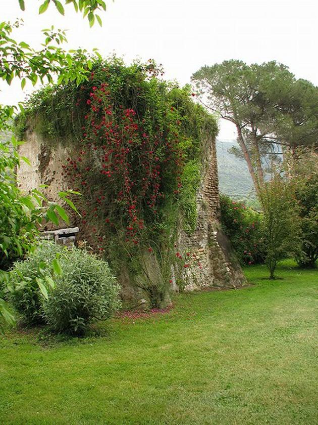 兵どもが夢のあと ローマ貴族のお屋敷跡が庭園に ニンファ【イタリア】
