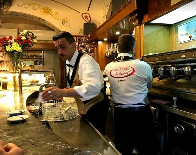 バールでコーヒーを【イタリア】