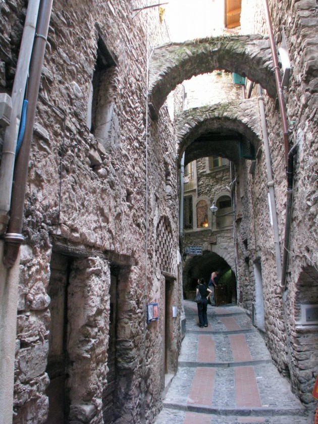 インペリアから行く屋根のない要塞ドルチェアックア【イタリア】