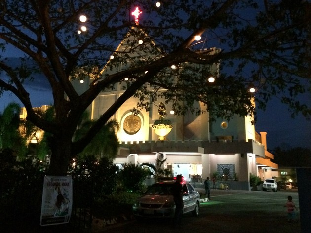 フィリピンで一番豪華な建物は教会?【フィリピン】